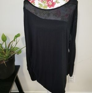 LIVI mesh dolman sleeve active top. Size 22/24